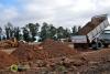 Trabajos de nivelación y alteo del terreno en el SI2